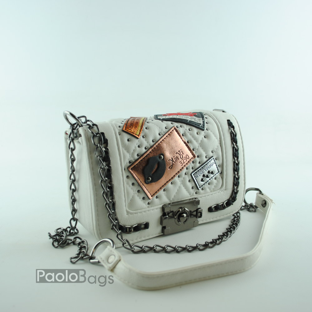 a672d5ca1c9 ДАМСКИ ЧАНТИ : Дамска чанта за през рамо с декорации бяла