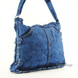 Дънкова дамска чанта за през рамо евтина лека и практична среден размер