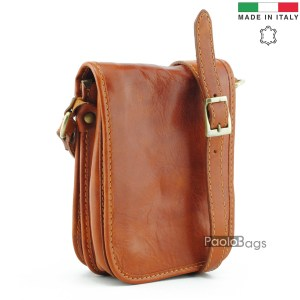 Луксозна мъжка чанта от естествена кожа с класически изчистен дизайн произведена в Италия с цял капак светло кафява