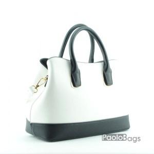Кокетна дамска чанта с комбинация от цветове бяло и черно