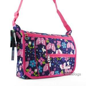 Практична и удобна дамска чанта за през рамо от плат непромокаема материя с джобове с цветя и пеперуди