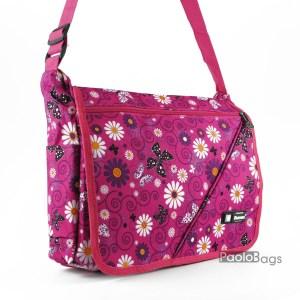 Практична и удобна дамска чанта за през рамо от плат непромокаема материя розова с маргаритки и пеперуди