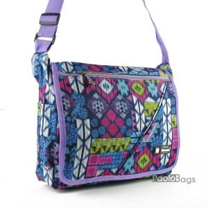 Практична и удобна дамска чанта за през рамо от плат непромокаема материя с цветни фигури