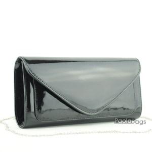 Черна лачена чанта тип клъч плик вечерна официална със стилен и елегантен дизайн изчистен модел
