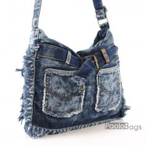 Дънкова дамска чанта за през рамо евтина лека и практична с декоративни с джобчета и колан среден размер