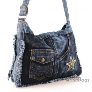 Дънкова дамска чанта за през рамо евтина лека и практична с декоративна нашивка звезда среден размер