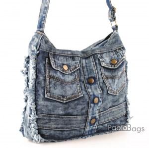 Дънкова дамска чанта за през рамо евтина лека и практична с две симетрични джобчета среден размер