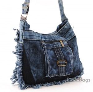 Дънкова дамска чанта за през рамо евтина лека и практична с предно джобче среден размер