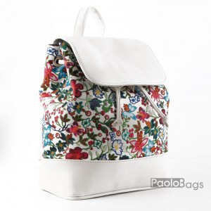 Дамска раница кожена бяла компактна с приятна шарка цветя произведена в България