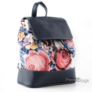 Дамска раница кожена компактна с приятна шарка с цветя произведена в България